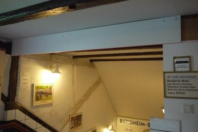 neue Beschilderung Treppenabgang