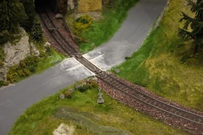 Bahnübergang H0 Draht eingelassen