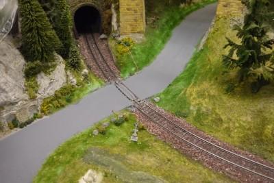 Bahnübergang H0 Fahrbahn gestrichen